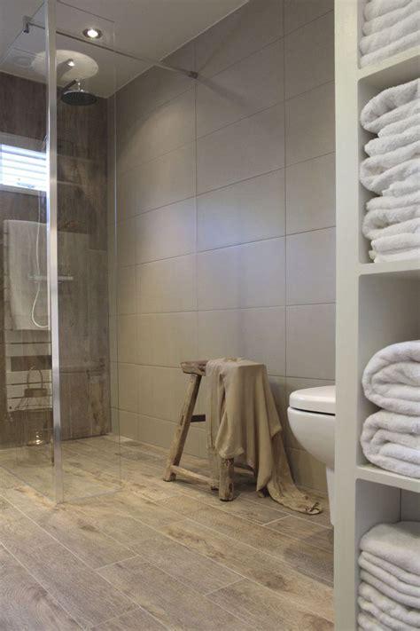 landelijke badkamers met hout 25 beste idee 235 n over landelijke stijl badkamers op
