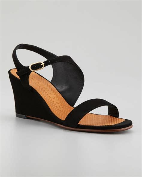 schwarze schuhe mit keilabsatz sandalen mit keilabsatz modern und komfortabel