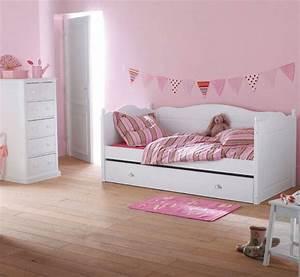 Chambres roses de petite fille 10 inspirations a decouvrir for Canapé 3 places pour idée de décoration pour chambre de fille