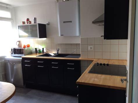 cuisine plan travail bois cuisine noir laqué plan de travail bois cuisine idées