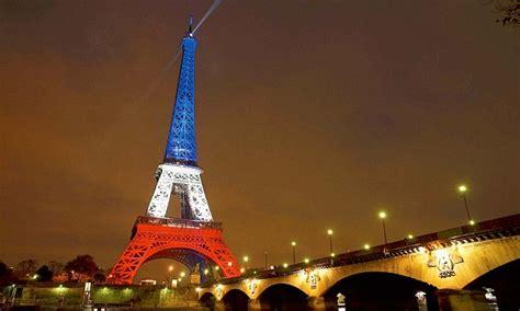 eiffel tower  lit    tricolore