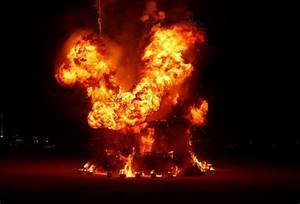 Burning Man attendee jumps to death in flames (WARNING ...