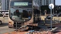 巴士在沙田大涌橋路疑衝燈撞毀鐵欄及路 無人傷 - 香港經濟日報 - TOPick - 新聞 - 社會 - D170403