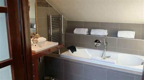 salle de bain avec baignoire 224 buses et douche picture