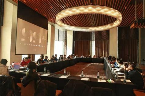 港府一眾高官向公眾表示,國安法只影響一小部分人。 一年之間,香港在狂風暴雨中飄搖。 中聯辦晤建制派,點名要處理「三座大山」:教育、公務員、傳媒。 巨變正在發生,歷史就在眼前。 港區國安法是否如去年特首林鄭月娥所說,「大家會見到法例用得好嚴謹⋯⋯一般市民不會誤墮法網」? 股價漲幅一度超60%,慈文傳媒董事長吳衛東卻說:我最擔心大家只看股價,不看公司 - 壹讀