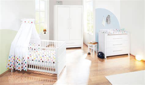 image chambre bebe chambre bébé puro massif lasuré blanc avec armoire