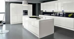 Installation cuisine equipee design cuisinea a aubagne for Meuble de salle a manger avec installation cuisine Équipée