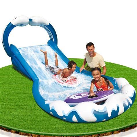 photo piscine gonflable avec toboggan et jet d eau