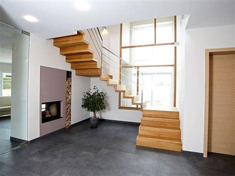 Treppe Im Haus by Treppen Im Haus Fertighaus Wohnidee Diele Flur Treppe