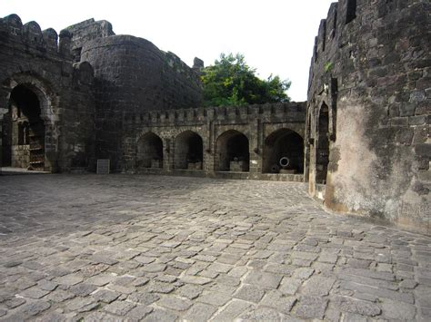 Daulatabad Fort Historical Facts Pictures The