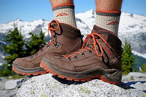 hiking boots   switchback travel