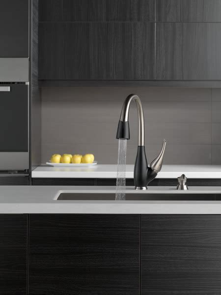 single handle pull  kitchen faucet  sb dst delta