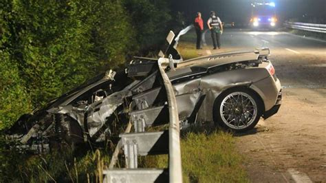 crashed lamborghini veneno horrific lamborghini gallardo crash leaves man dead gtspirit
