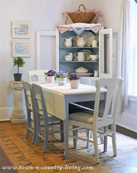 Summer Decorating in a Farmhouse Dining Room - Town