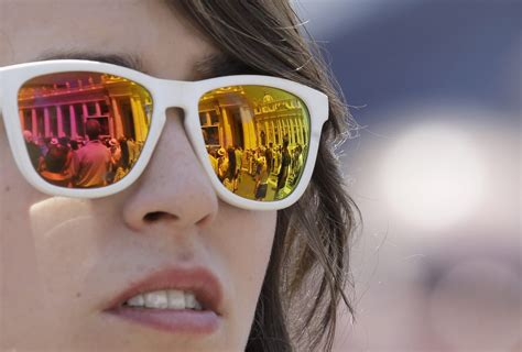 glasses to correct color blindness berkeley firm invents glasses to correct color blindness