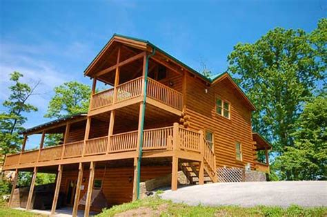pigeon forge tn cabin rentals we debunk 3 myths about vacationing at log cabin rentals
