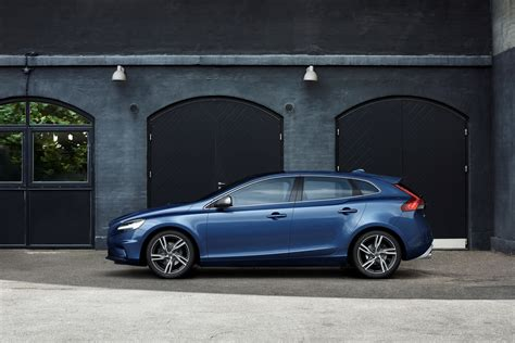 Volvo V40 Cross Country Modification by Volvo Drops The Cover 2017 V40 And V40 Cross Country