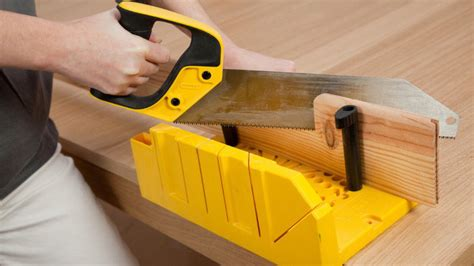 coupe plinthe carrelage a 45 poser des plinthes en bois sans clous