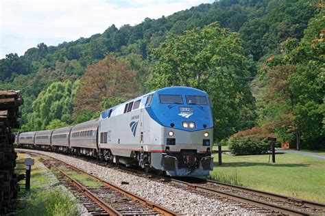 File:Amtrak on Afton Mountain.jpg - Wikimedia Commons