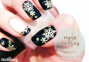 Hand painted nail art nailbees