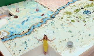 world 39 s largest cake baked for charity wowzeto