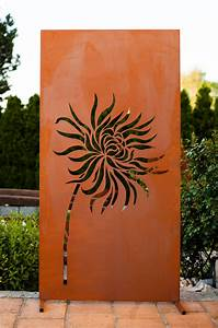 garten im quadrat moderne sichtschutz wand quotlowenzahnquot garten terrasse metall in rost optik With sichtschutz terrasse metall