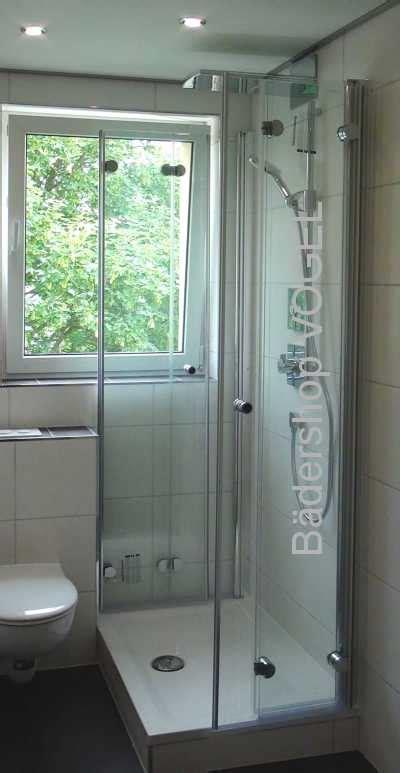 Duschabtrennung Vor Fenster In U-form Mit Drehfalttüren