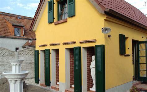 Fensterlaeden Praktische Zierde Fuers Haus by Kunststoff Fensterl 228 Den