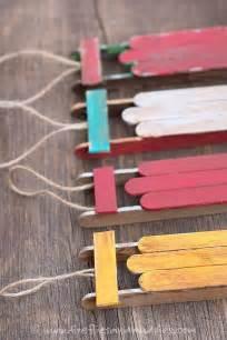 wooden sled ornament basteln eis am stiel und glühwürmchen