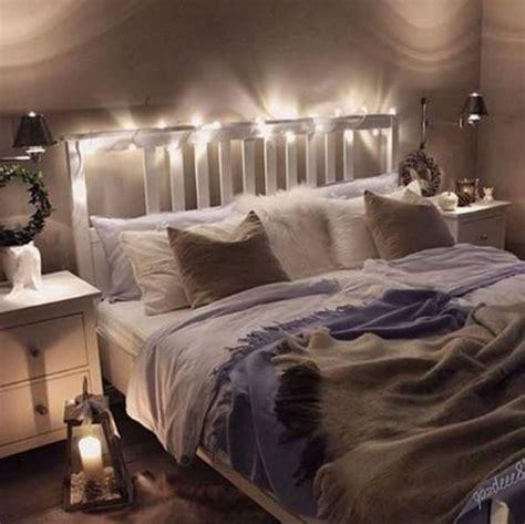schlafzimmer ideen mit lichterketten grau gem 252 tliches schlafzimmer mit doppelbett und lichterkette