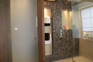 Badezimmer Farbe Statt Fliesen : kuche tapete statt fliesenspiegel das beste aus ~ Michelbontemps.com Haus und Dekorationen