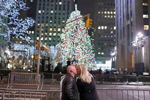 The Rockettes - Rockefeller Christmas tree lights up ...