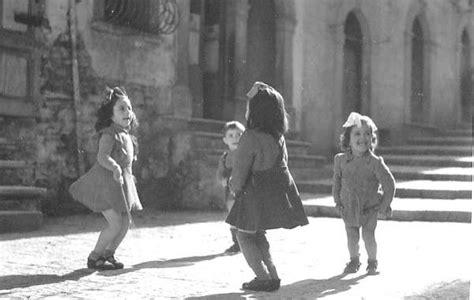 immagini di bambini che giocano allasilo i ragazzi di venosa e gli aviatori