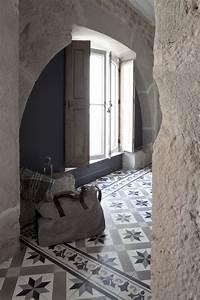 Frise Carrelage Sol : carreau de ciment frise noir gris et blanc 20x20 cm ~ Melissatoandfro.com Idées de Décoration