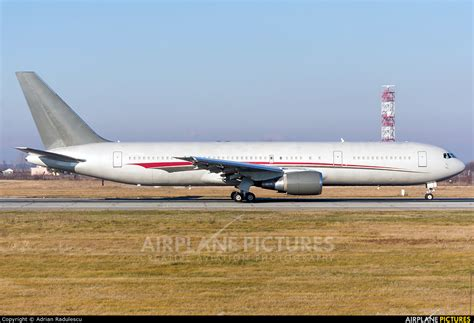N423AX - Omni Air International Boeing 767-300ER at ...