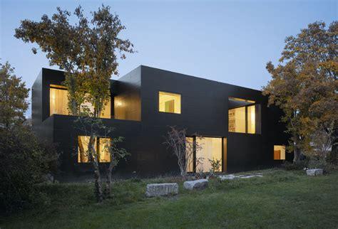 Lack Und Beton  Schwarzes Betonhaus Moderne