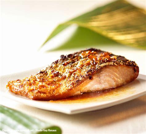 cuisiner pavé de saumon au four pavés de saumon au miel et au gingembre recette poisson