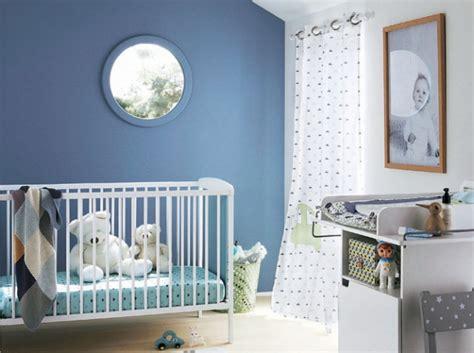 mur chambre bébé chambre bebe mur bleu bébé kidsroom