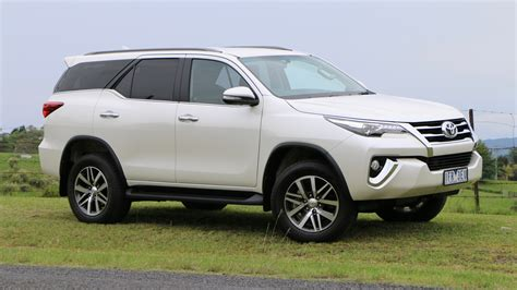 Toyota Fortuner Photo by 2016 Toyota Fortuner Review Chasing Cars