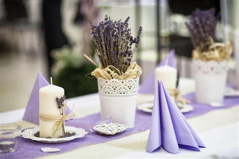 hochzeitsdeko lavendel schoene deko ideen fuer tisch