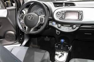 Toyota Yaris Hybride Avis : vid o en direct de gen ve toyota yaris hybride 100 ch 79 g et 16 500 euros ~ Gottalentnigeria.com Avis de Voitures