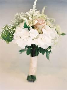 16 pretty wedding bouquet ideas modwedding With wedding party flowers ideas