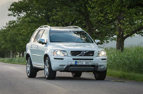 report volvo hands  xc  parent company geely
