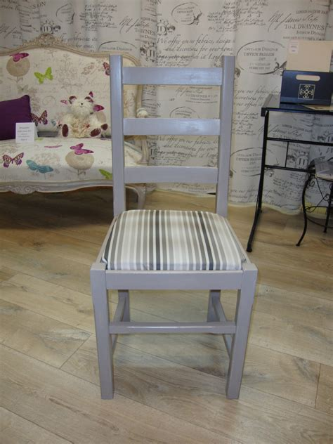 avec une chaise chaise et cadre ancien relookés kréative déco