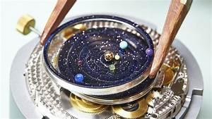 Auf dieser Uhr kreisen die innersten sechs Planeten des ...