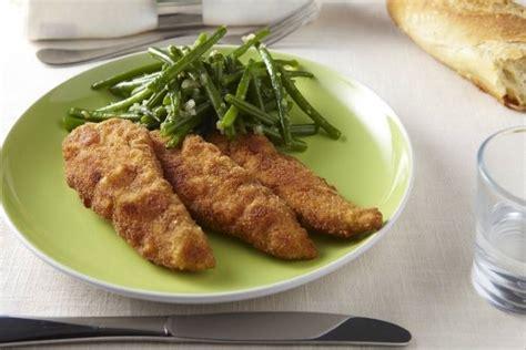 cuisiner aiguillette de poulet recette de aiguillettes de poulet panées poêlée de haricots verts facile et rapide