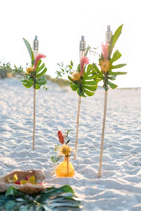 deko für cocktails die besten 25 hawaii deko ideen auf hawaiisches handwerk fichtenzapfen und ananas deko