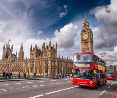 Экскурсии на красном двухэтажном автобусе в Лондоне с русским аудиогидом — цены от 18 €