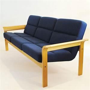 Sofa Mit Holzrahmen : sofa schwedisches design m bel z rich vintagem bel ~ Frokenaadalensverden.com Haus und Dekorationen