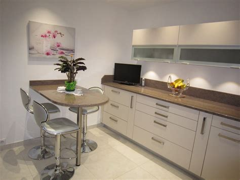 cuisine et beige chambre gris et pale